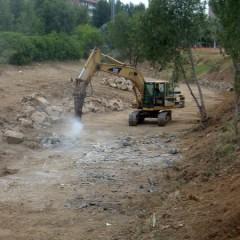 Riera de St. Cugat - demolició de la base de formigó