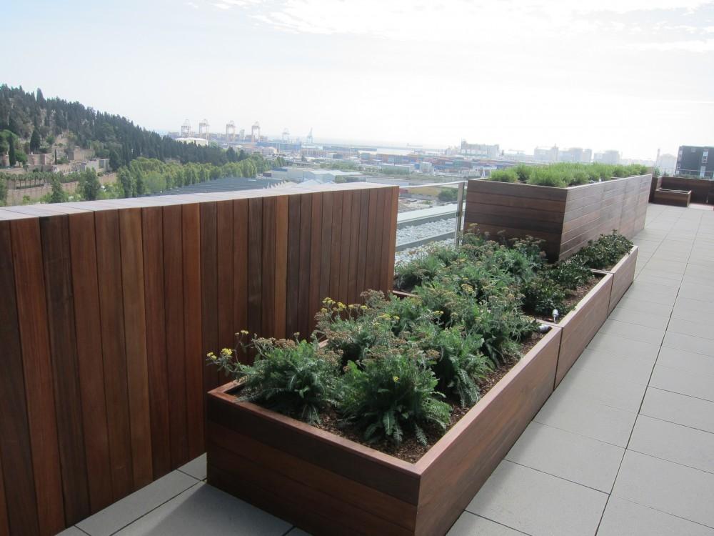 Jardin sur le toit d un immeuble de bureaux de haut niveau